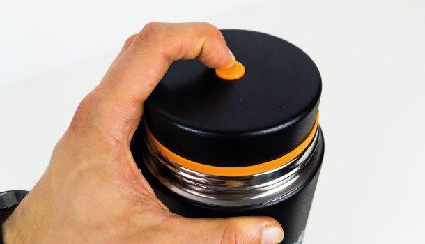 Das Druckablassventil des Isolierbehälters.