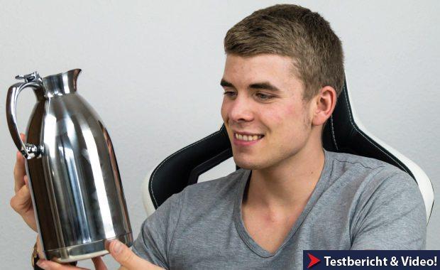 Testsieger Edelstahl-Kanne in der Hand.